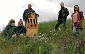 Übergabe des Insektenhotels